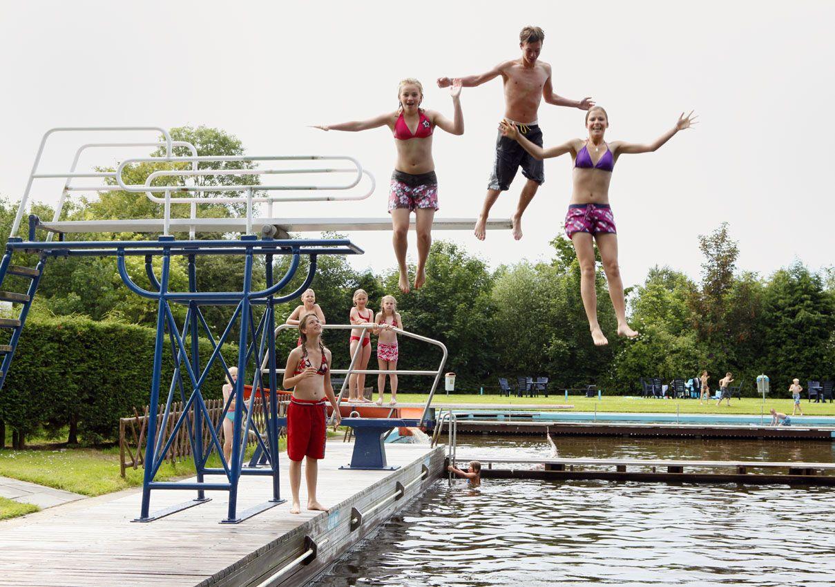 PB170609. Zwembad Wieringerwaard. (3-koloms 90)